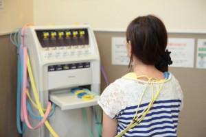 ピリピリせずに通電し、血流を改善することで痛みを除去
